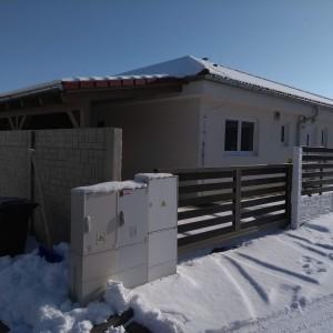 Přízemní bungalov postavený jako dřevostavba v Křižanovicích