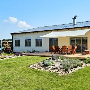Světlý rodinný dům postavený jako dřevostavba - přízemní bungalov