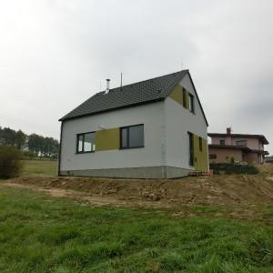 Světlý energeticky úsporný dům postavený jako dřevostavba v Zašové.